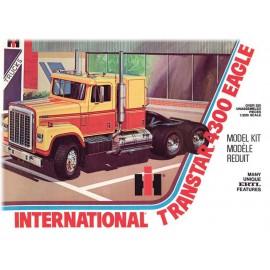 Plastikowy Ciągnik siodłowy International Transtar 4300 Eagle Do Sklejania AMT